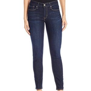 Signature by Levi Gold Label Shaping Skinny Jean